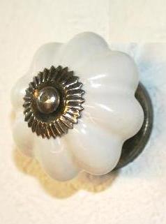 Porslinsknopp vit antiksilver