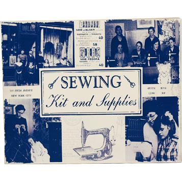 Stor gammaldags plåtask sylåda syskrin sewing kit sybehör shabby chic lantlig stil fransk lantstil