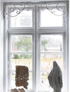 Järnfris fönsterdekoration smide vit patinerad shabby chic lantlig stil