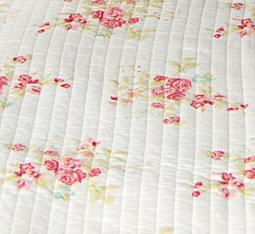 Verkast vitt rosor quilt au maison for Au maison quilts