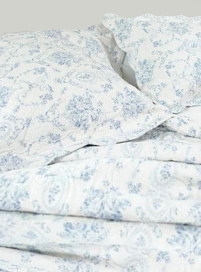 Kuddfodral quiltat vit blå toile toilemönster rosor shabby chic lantlig stil