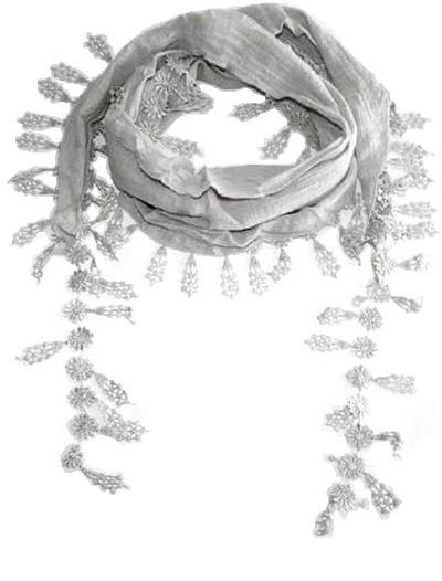 Ljusgrå sjal med spetskant