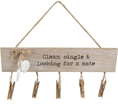 Clean single & looking for a mate sock hängare träskylt med nypor shabby chic lantlig stil
