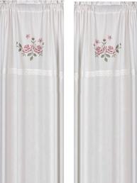 Gardinlängder vit med rosa rosor i korsstygn och spets shabby chic lantlig stil