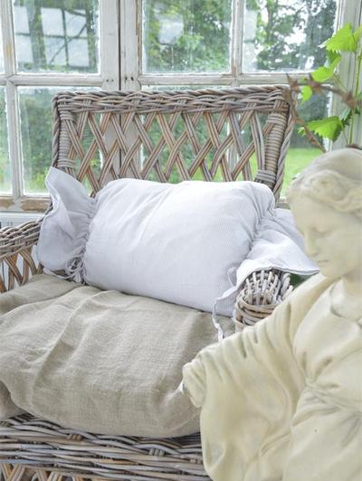 Kuddfodral pölkudde karamellkudde beige vit randig Jeanne D' Arc Living shabby chic lantlig stil