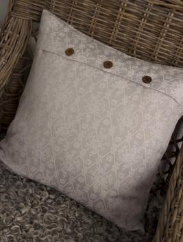 Kuddfodral beige Bolster träknappar shabby chic lantlig stil