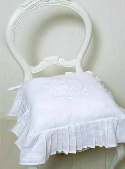 Stolsfodral kjol vit broderi M shabby chic lantlig stil