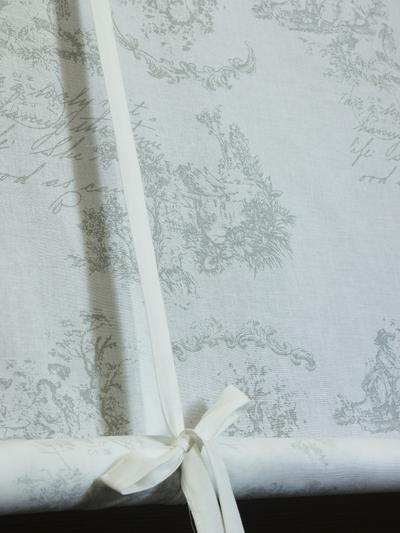 Hissgardin vit 1700-tal rullgardin toilemönster shabby chic lantlig stil fransk lantstil