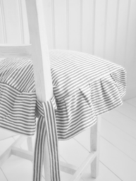 Stolsfodral grå rand med volang 4 sidor shabby chic lantlig stil
