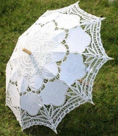 Paraply i vit spets bröllopsparaply