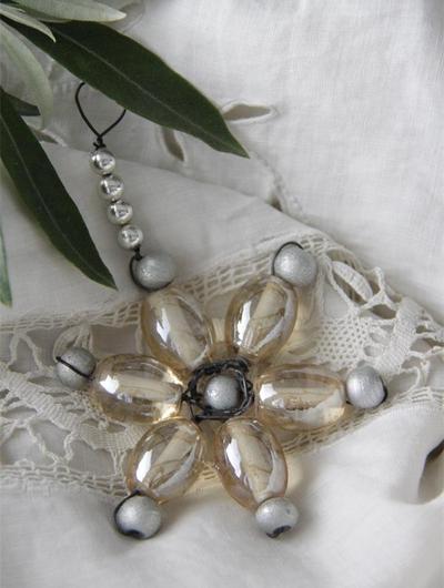 Gammeldags julpynt pynt av glaspärlor Jeanne d´Arc Living shabby chic lantlig stil
