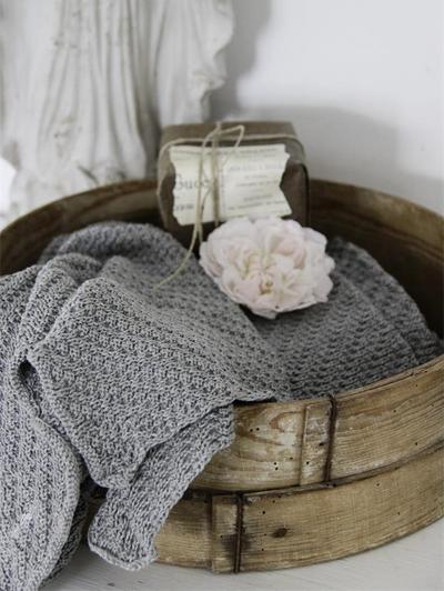 Handduk stickad bomull grå Jeanne d´Arc Living shabby chic lantlig stil