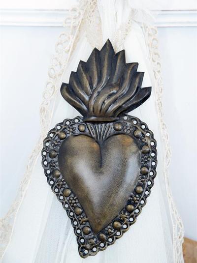 Stort dekorationshjärta votive antikfärgat Jeanne d´Arc Living shabby chic lantlig stil