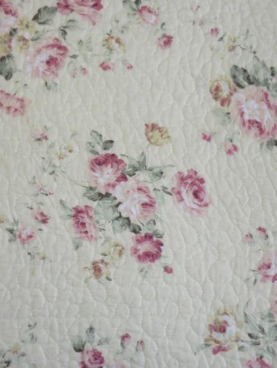 Kuddfodral quilt rosa rosor shabby chic lantlig stil