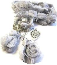 Grått halsband rosor hjärta tyll shabby chic lantlig stil